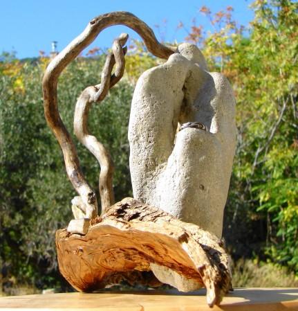 """""""Yongyuan zai yiqi """" Driftwood, sea shore stones - Αλίκτυπα ξύλα, θαλασσόπετρες 70 x 33 cm."""