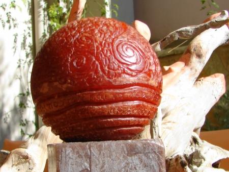 """ K. Gibran "" Sculptured sphere like wax candle - Σφαιρικό κερί σκαλισμένο με μοτίβα 10 x 10 cm."