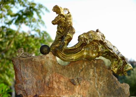 """ Broken Seal "" Δρακόπετρα, αλίκτυπο ξύλο, παλαιή Κινέζικη μινιατούρα Δράκου - Dragonstone, driftwood, old Chinese Dragon miniature 36 x 27 cm."